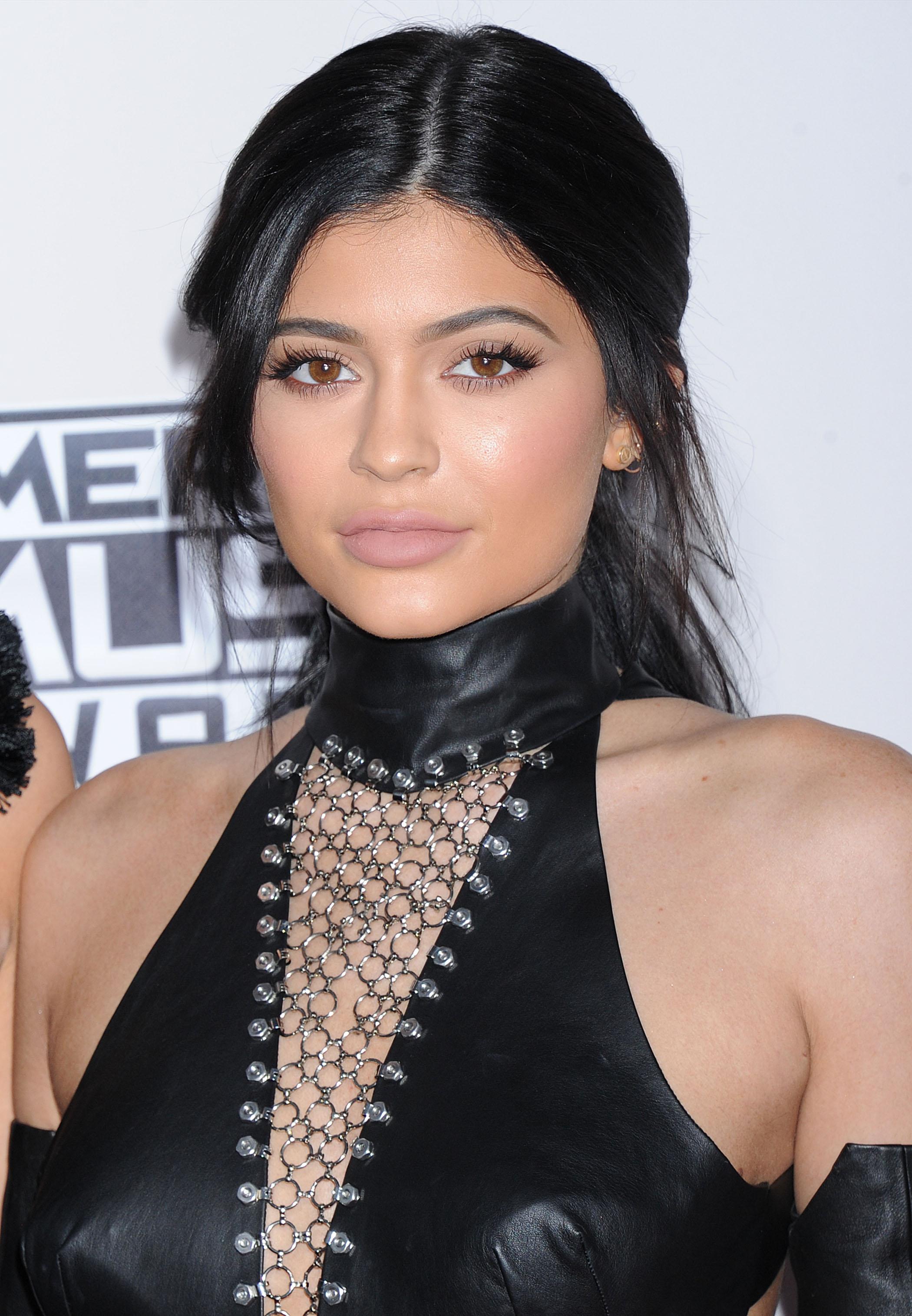 Kylie_Jenner_American_Music_Awards_2015_07.JPG