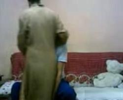 طالبة شرموطة تزوغ من المدرسة وتروح لعشيقها الشقة يطفى نار كسها واشواقها