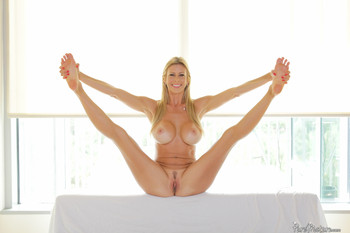 Bondage Alexis Fawx Name Alexis Fawx Wet Pussy In Waiting 14 11 15 Size 46 Permission 1000 1500 Quantity of a photo 57